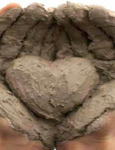 Il Ghassoul, l'argilla marocchina che fa bene a tutto il corpo