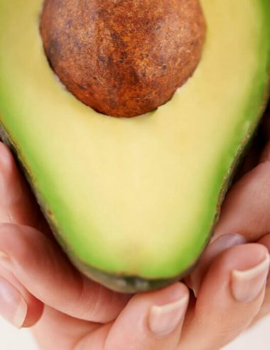 Avocado nei cosmetici, tutti i benefici per pelle e capelli