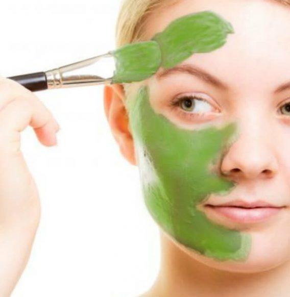 Purifica la pelle con la maschera all'argilla fai da te