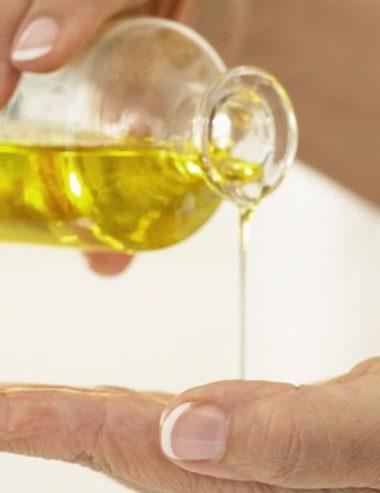 Olio vettore, a cosa serve e come scegliere il migliore per la pelle