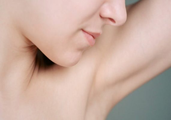 Deodorante spray fai da te per un'estate di freschezza naturale