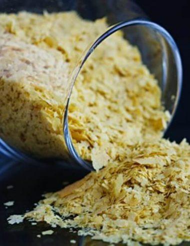 Lievito in scaglie, il sostituto vegetale di sale e formaggio da tavola