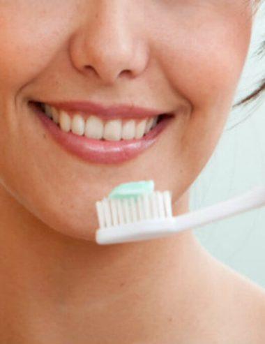 Prova il dentifricio fai da te, un'alternativa naturale per i tuoi denti